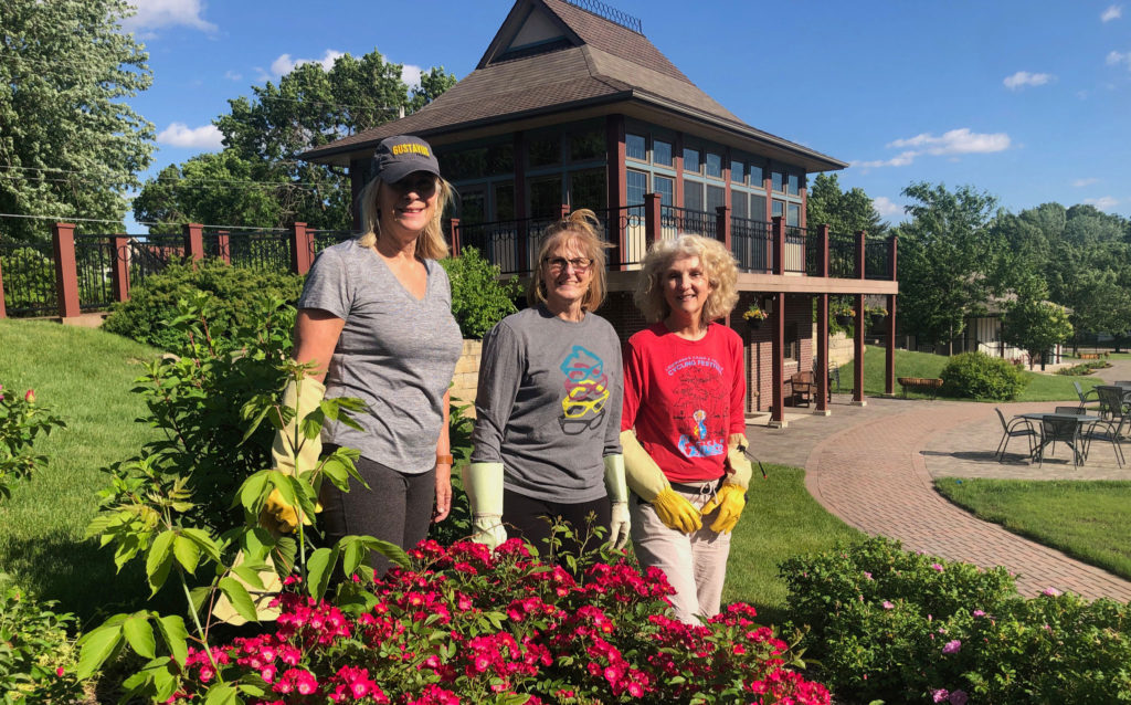 Volunteers at Central Gardens of North Iowa